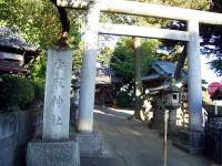 香取神社の鳥居 本殿は上野の旧東照宮を移築した ものと伝えられています。