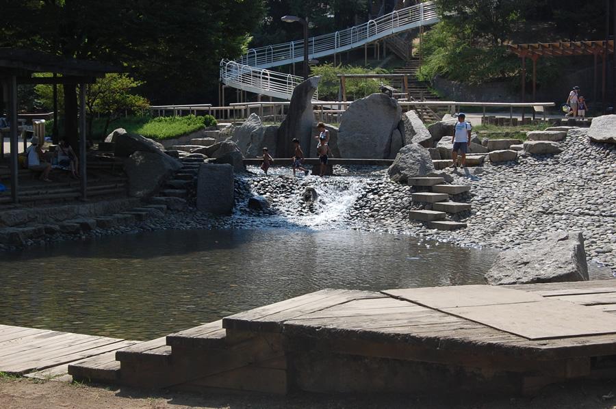 タイトル:夏が最高!清水坂公園の水場 モニーおじさんさん
